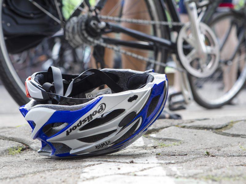 Policija ieško liudininkų: gal matėte, kaip golfas partrenkė dviratininką