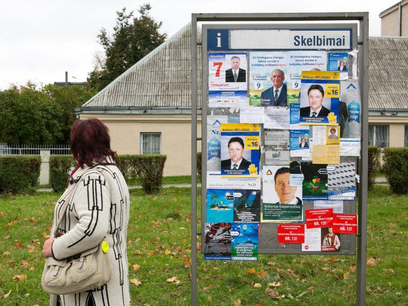 Pagėgiuose suniokoti LSDP kandidatės į merus reklaminiai tentai
