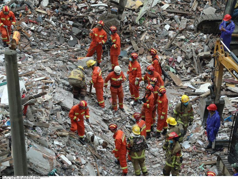 Kinijoje namų griūties aukų padaugėjo iki 22