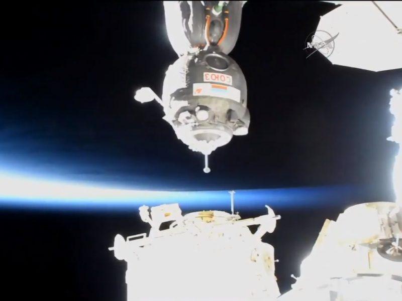 """Rusijos kosmonautai papildomai užlopė su TKS susijungusio erdvėlaivio """"Sojuz"""" korpusą"""