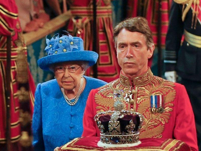 Nepatikėsite, kur per karą buvo slepiami brangakmeniai nuo Britanijos karūnos