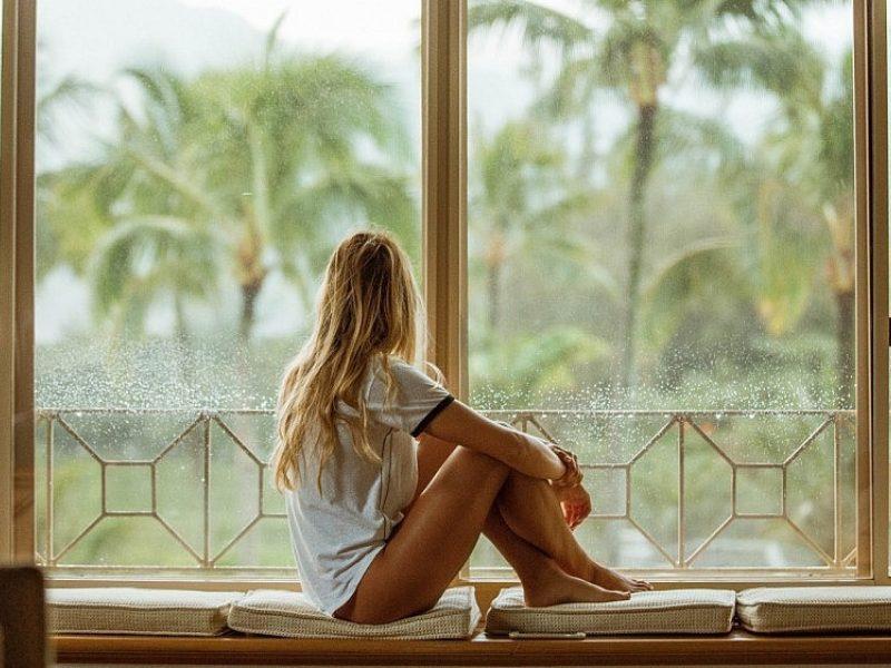 Pėdų, alkūnių ir kelių odos priežiūra: ką daryti, kad vasarą jaustumėtės gražios