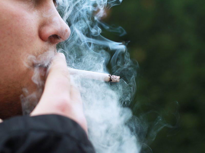 Draudimas rūkyti balkonuose: kaimynų rūkalų uostyti nebereikės?