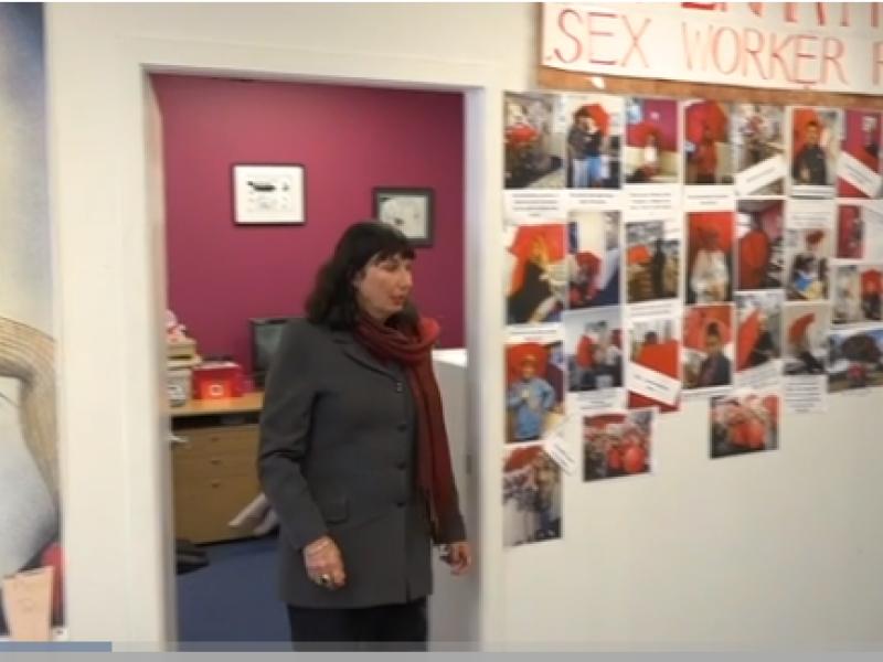 Buvusiai sekso darbuotojai – damos titulas ir ordinas už nuopelnus