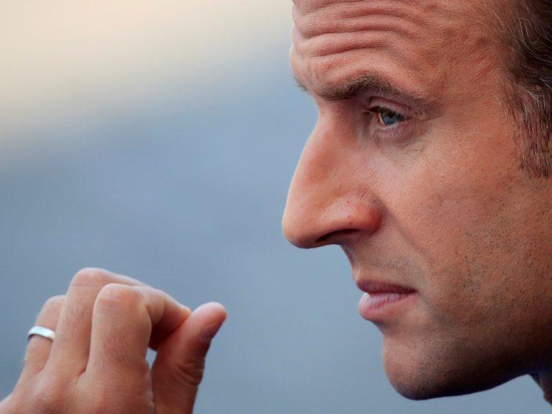 Apsuptas skandalų E. Macronas rengia naują reformų bangą