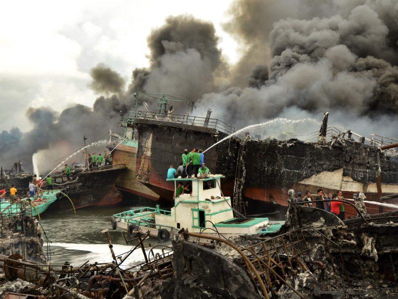 Nelaimė Indonezijoje: Balio jūrų uoste kilo didžiulis gaisras