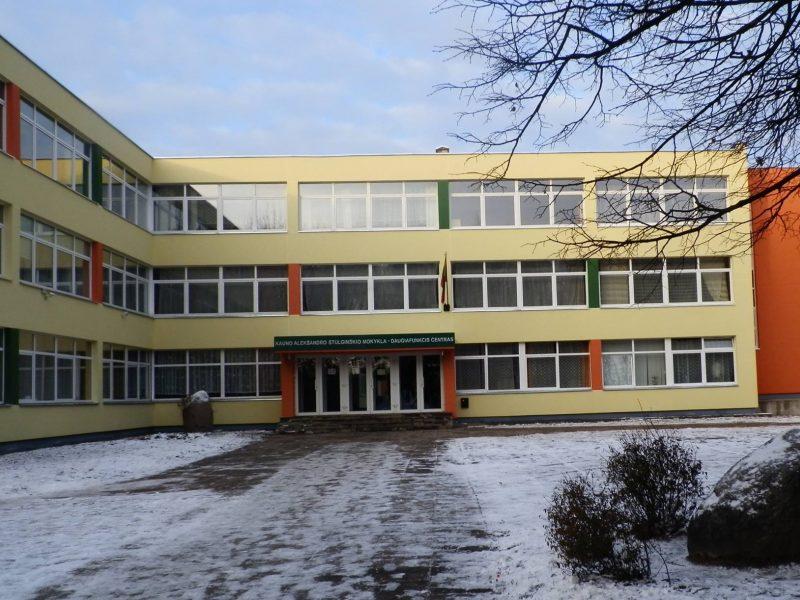 Už vaikų pornografiją teistas buhalteris traukiasi iš Kauno mokyklos