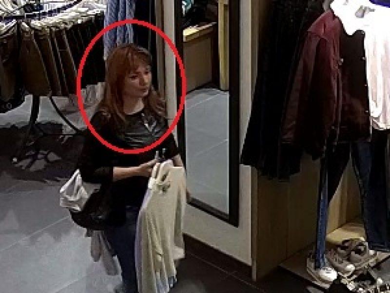 """""""Akropolyje"""" pavogtas mobilusis telefonas <span style=color:red;>(policija ieško šios moters)</span>"""