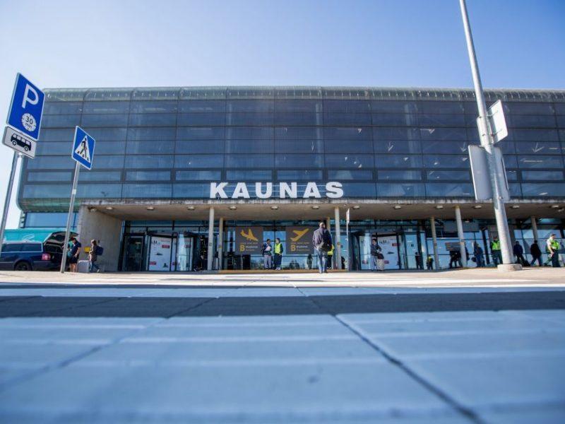 B. Kasparas nebevadovaus Kauno oro uostui