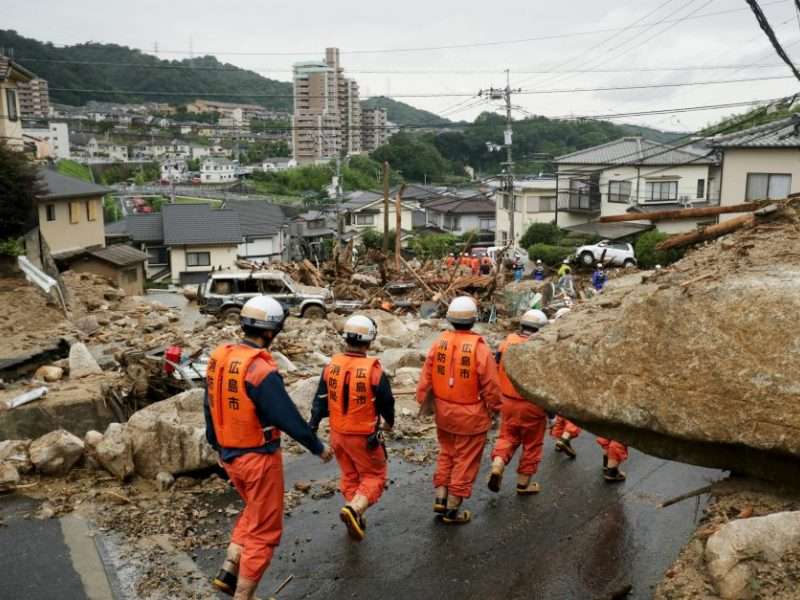 Japonijoje potvynių ir nuošliaužų aukų daugėja, skaičius perkopė pusantro šimto