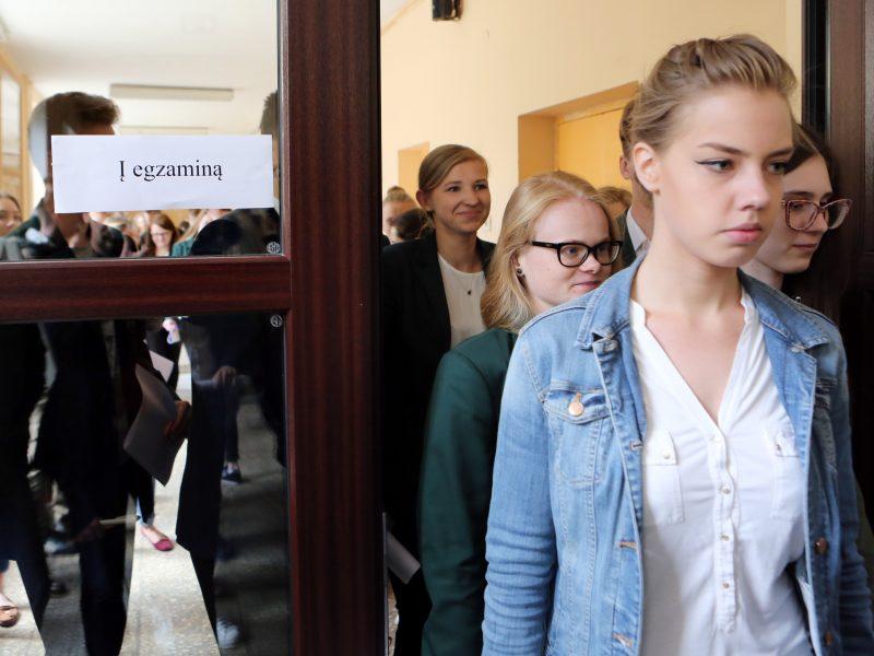 Lietuvių k. ir matematikos egzaminų neišlaikė dešimtadalis abiturientų