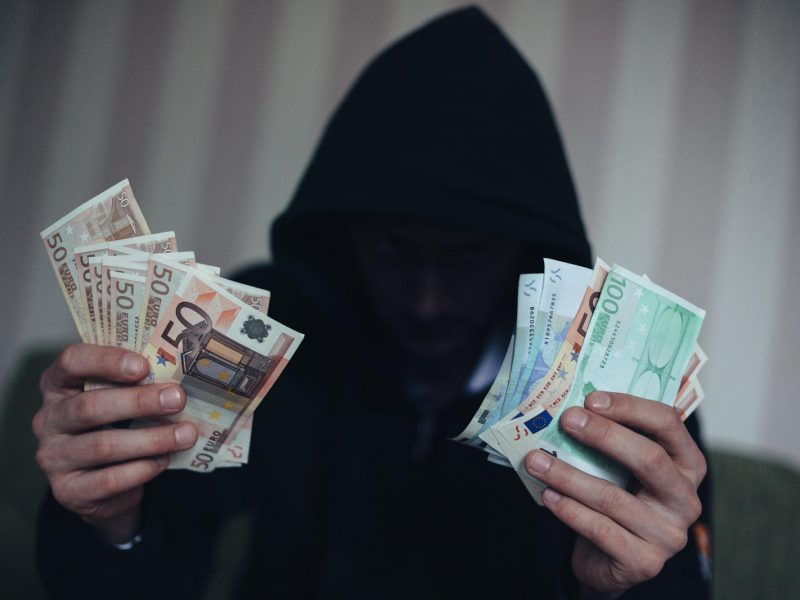 FNTT pareigūnu apsimetęs vyras iš vilnietės išviliojo 520 eurų