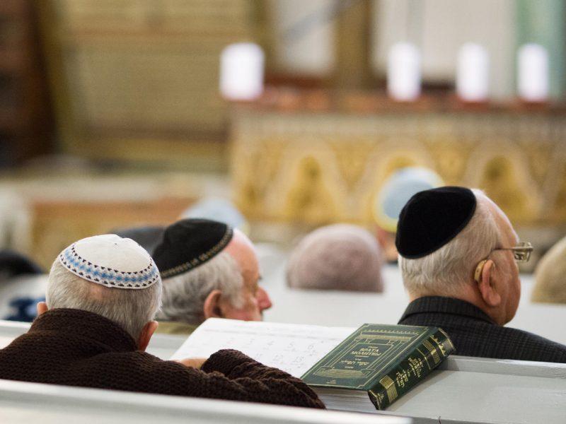Vilniuje atidengtas paminklinis akmuo žydų gelbėtojams