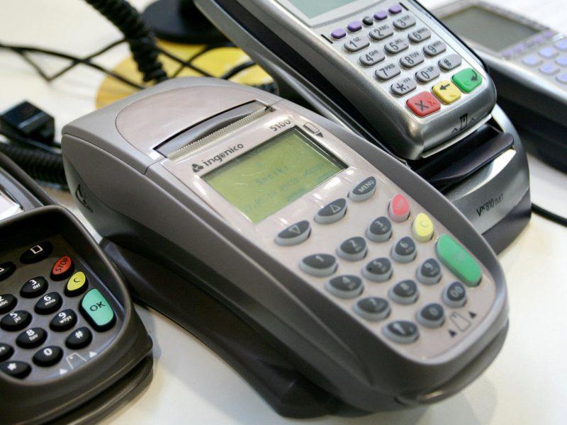 Kas dešimtas atsiskaitymas kortele – bekontaktis