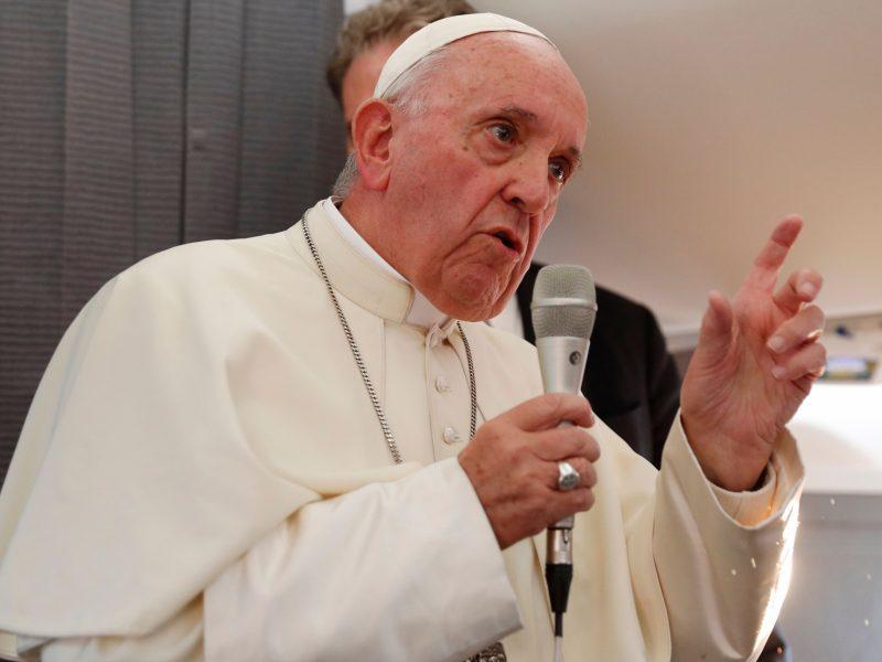 Popiežius žada, kad Bažnyčia nebedangstys seksualinių nusikaltėlių