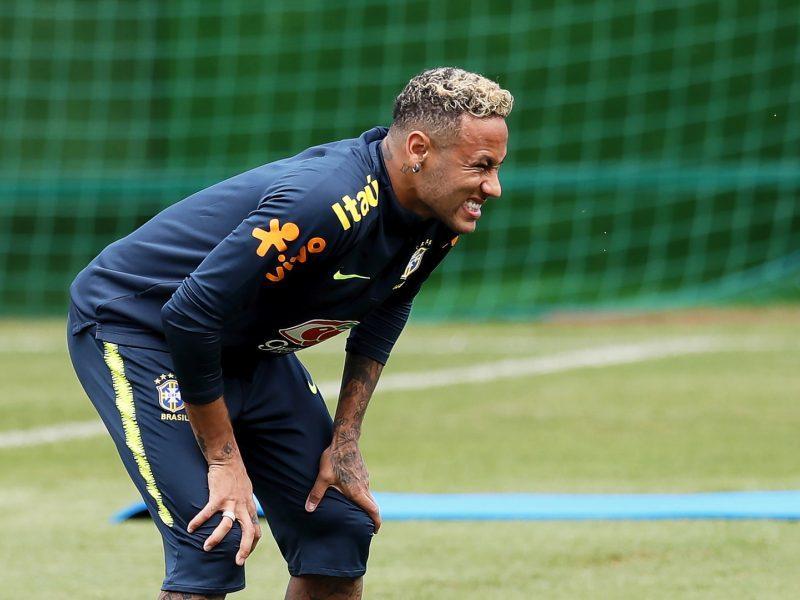 Brazilas Neymaras dėl čiurnos skausmų turėjo palikti treniruotę