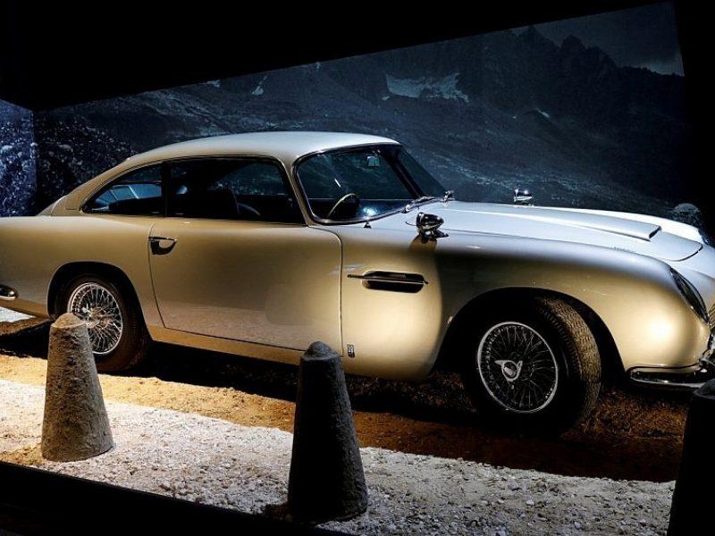 """Aston Martin"" atgaivins legendinį J. Bondo automobilį"