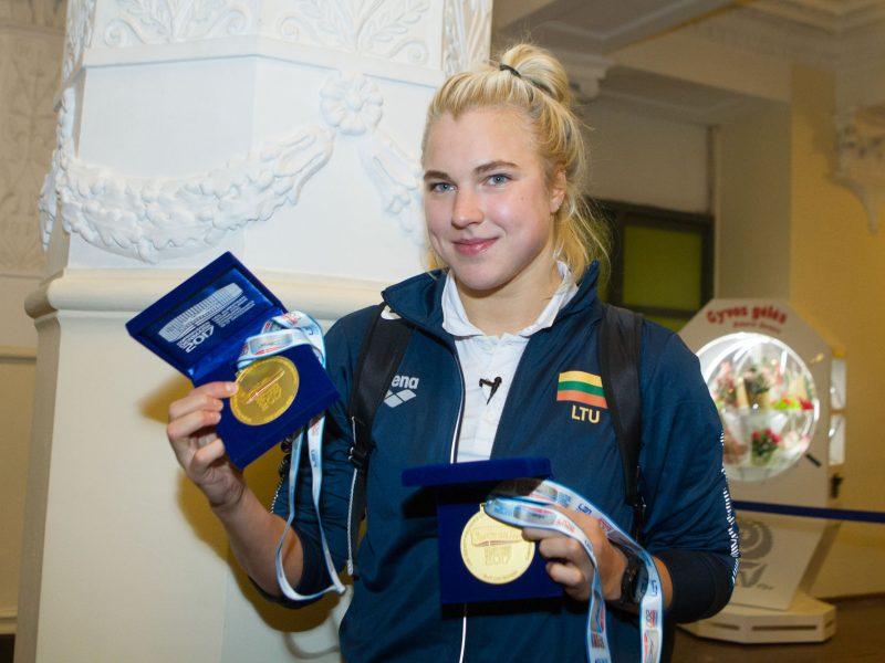 Medalius iškovoję plaukikai grįžo į Lietuvą