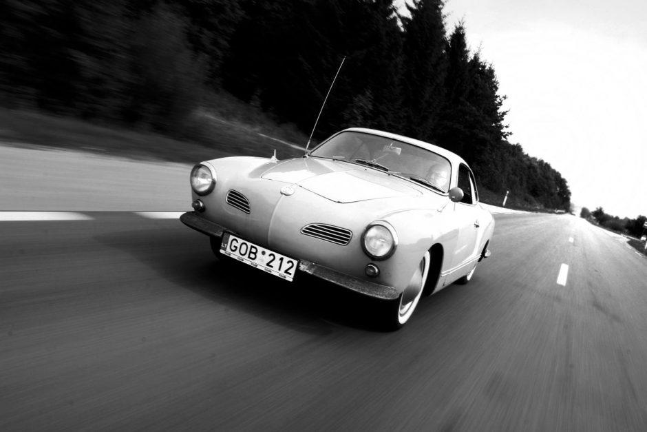Klasikinio kupė šeimininkas V.Ališauskas: svarbu ne turėti tokį automobilį, o juo važinėti