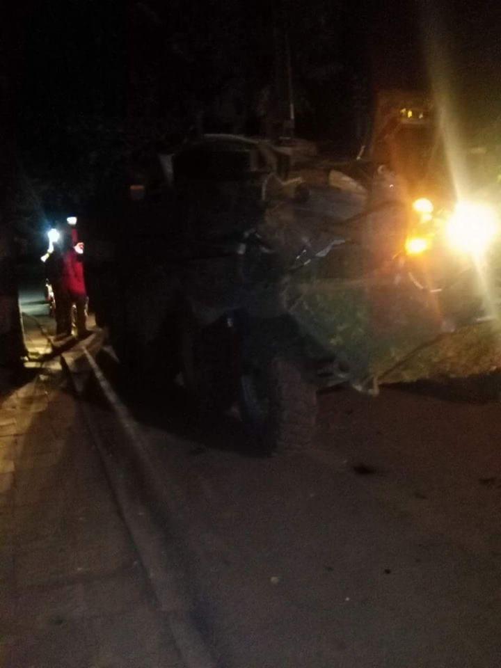 Dar viena avarija: NATO šarvuotis Kazlų Rūdoje atsitrenkė į medį