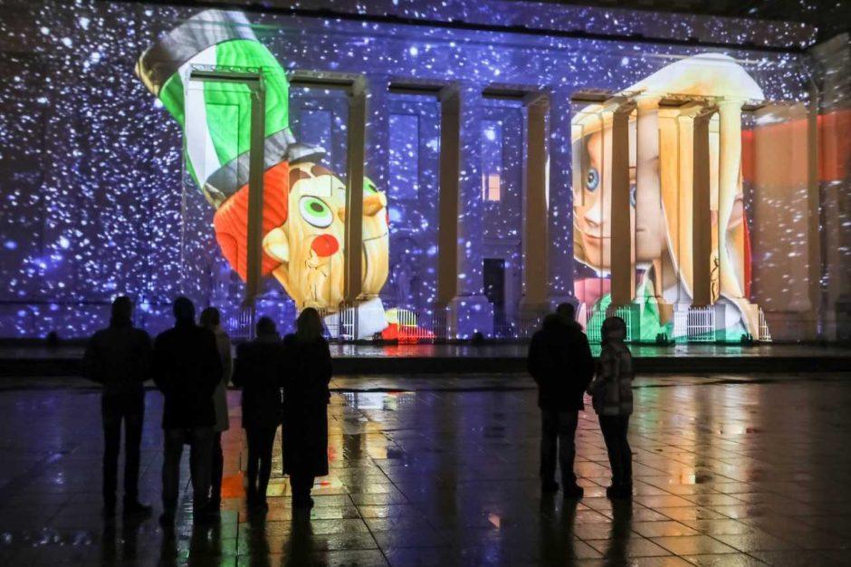 """Katedros aikštėje susirinkusieji mėgavosi Kalėdinės 3D pasakos """"Spragtukas"""" premjera"""