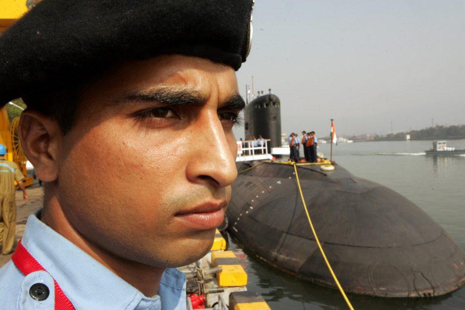 Indijos uoste sprogo povandeninis laivas: gyvybės ženklų nepastebima (atnaujinta)