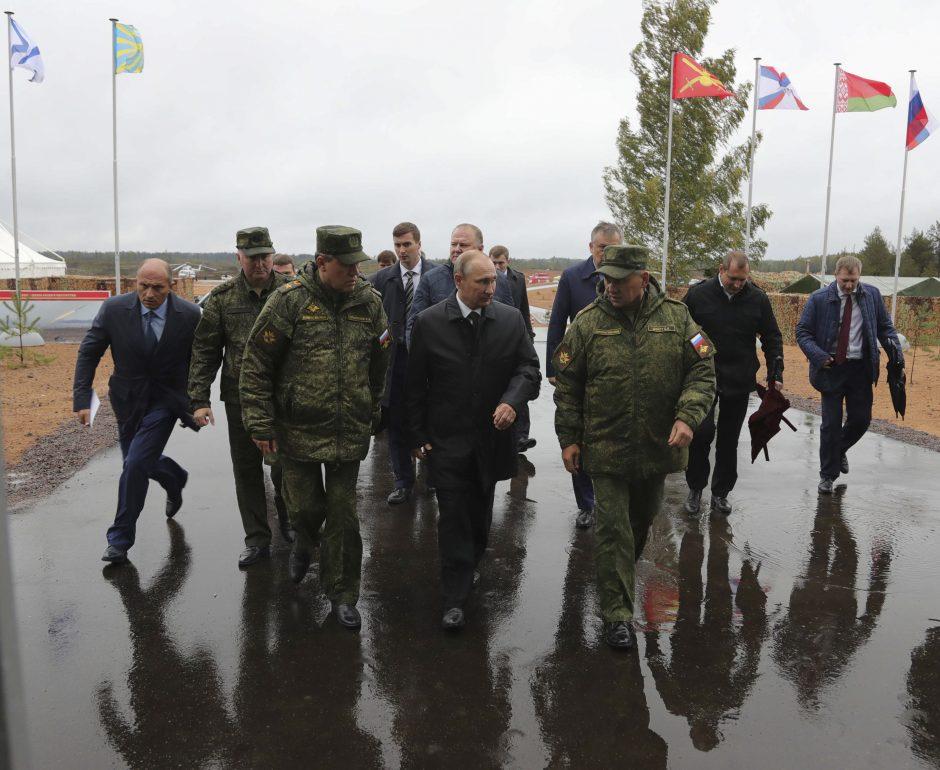 """V. Putinas Leningrado srityje stebės pagrindinį pratybų """"Zapad"""" etapą"""