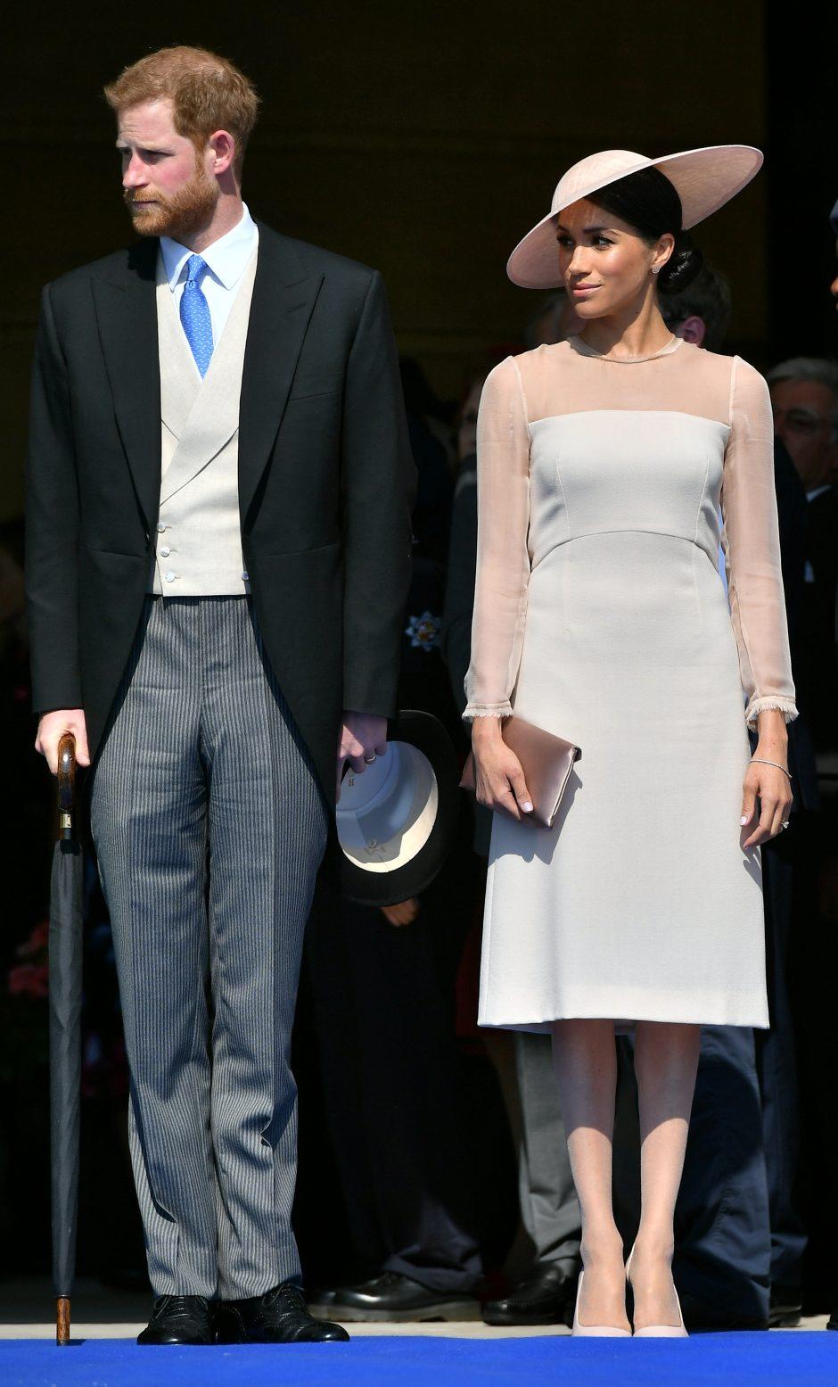 Jaunavedžiai Harry ir Meghan pirmąkart po vestuvių pasirodė viešumoje