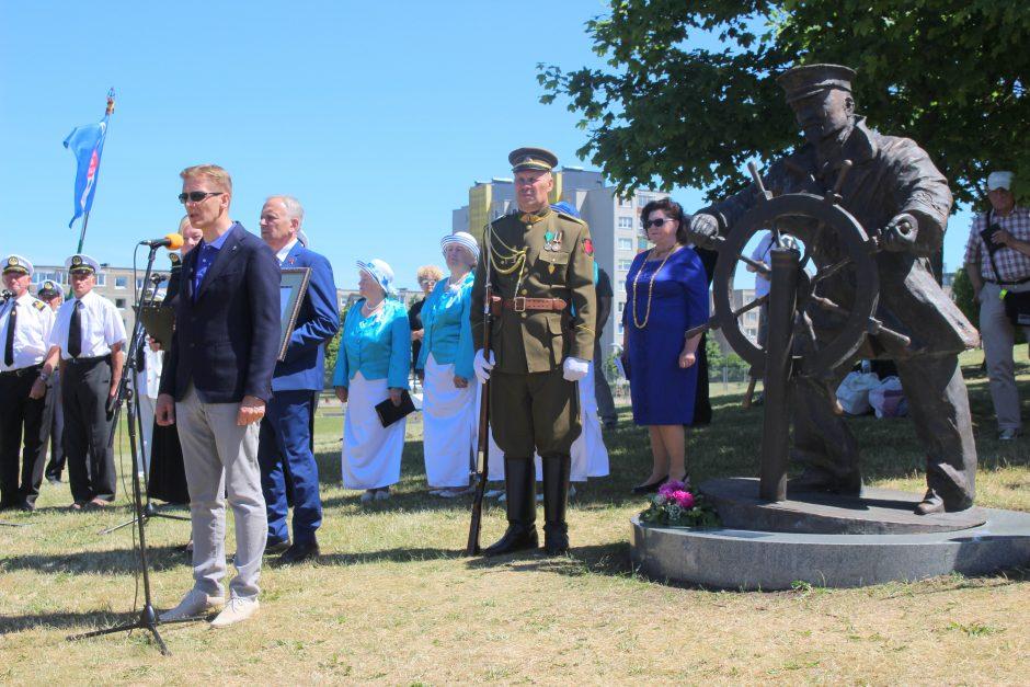 Atidengtas paminklas pirmajam Lietuvos jūrų kapitonui L. Stulpinui