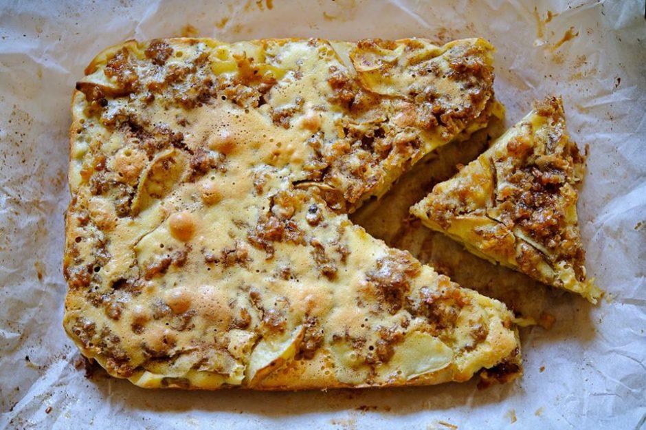 Kriaušių ir bananų pyragas su grikiais