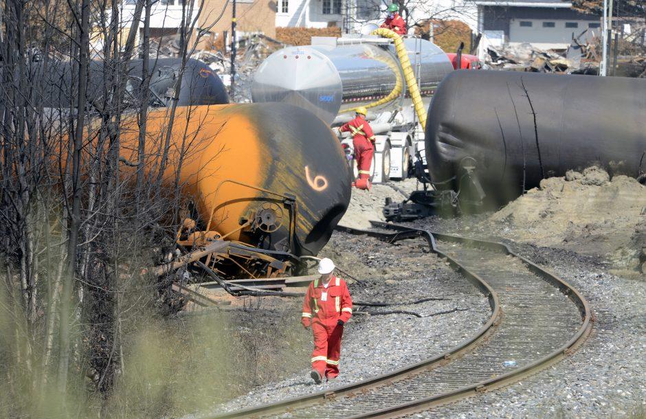 Kanadoje įvykusios geležinkelio katastrofos patvirtintų aukų padaugėjo iki 42