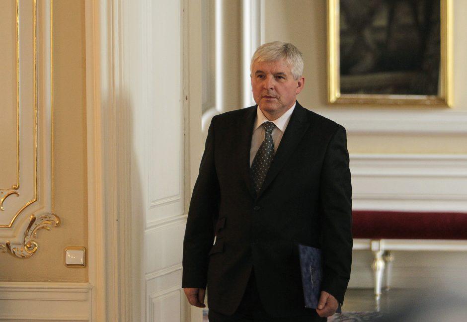 Čekijos vyriausybė atsistatydina po pareikšto nepasitikėjimo