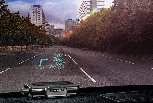 """""""Garmini"""" vairuotojams siūlys GPS priedą išmaniajam įrenginiui (navigacija - ant priekinio stiklo)"""