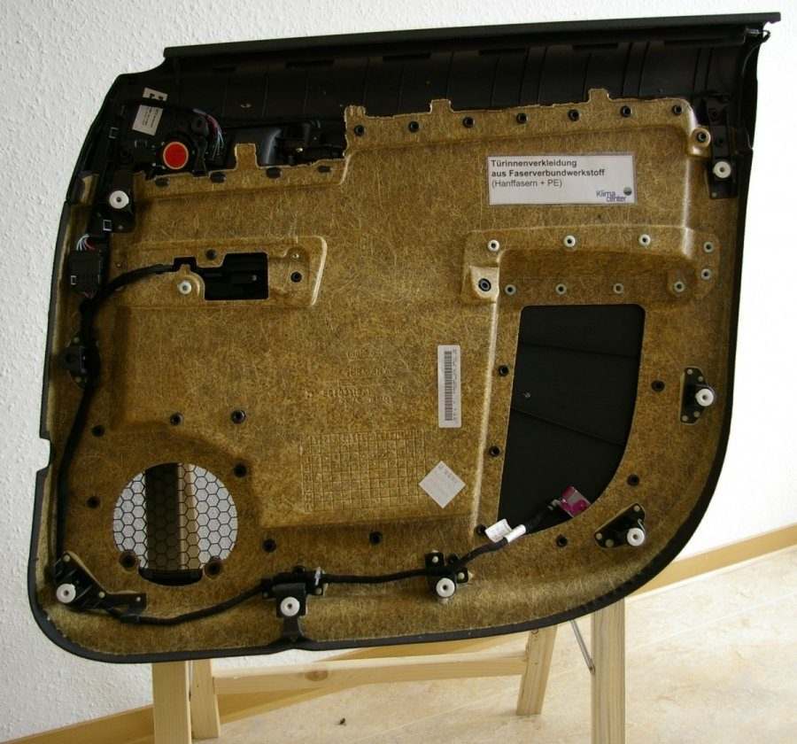 Naujasis BMW elektromobilis - su kanapių detalėmis