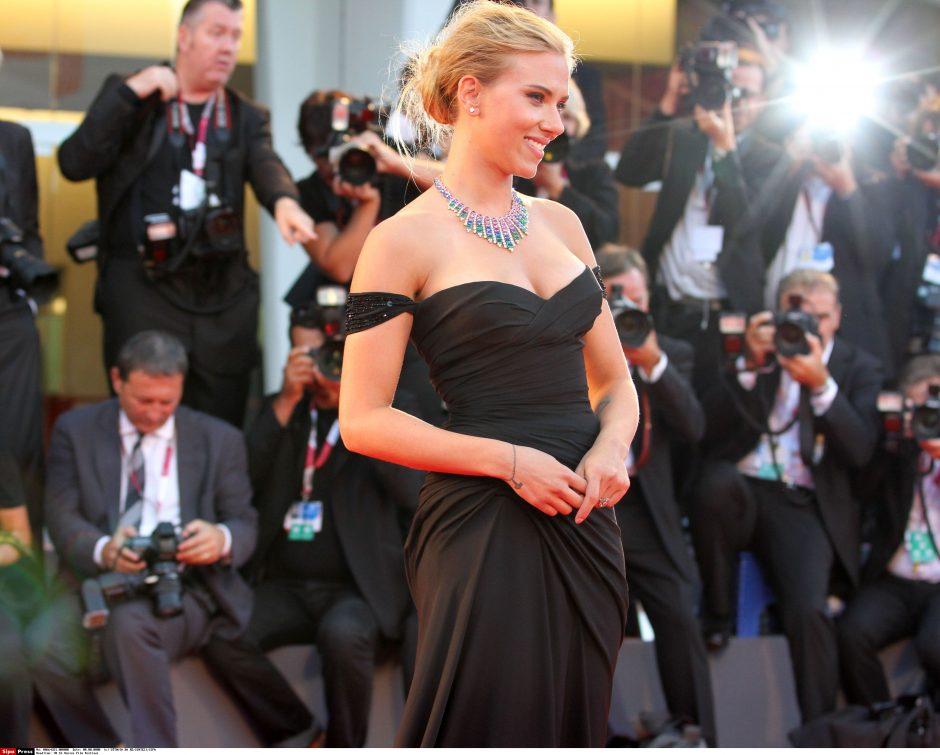 Aktorė S. Johansson susižadėjo su žurnalistu