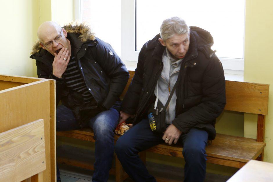 Kontrabandininkams talkinusiam muitininkui skirta 18,8 tūkst. eurų bauda