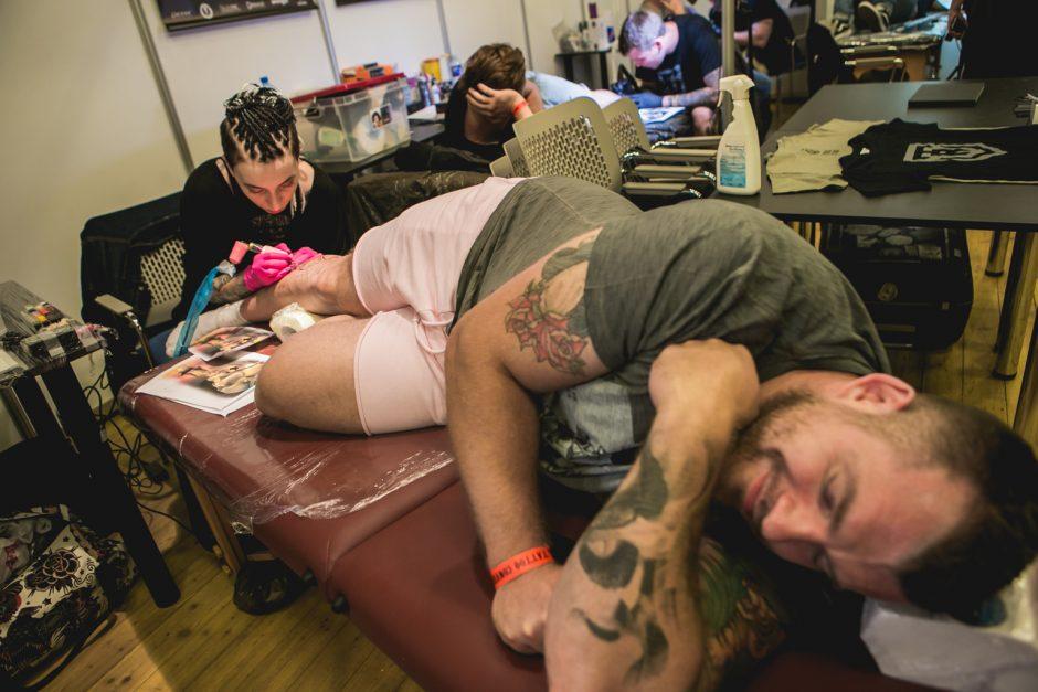 Tatuiruočių meistrų suvažiavime – ekstravagantiški svečiai