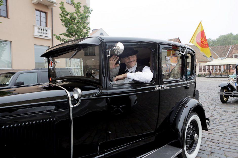 Senovinių automobilių žygis pradeda Jūros šventės renginių maratoną