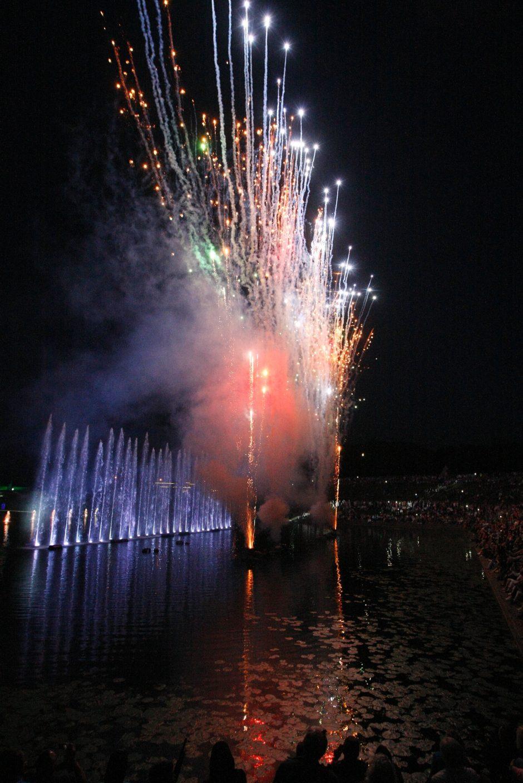 Jūros šventės dalyviai grožėjosi muzikiniu vandens šou