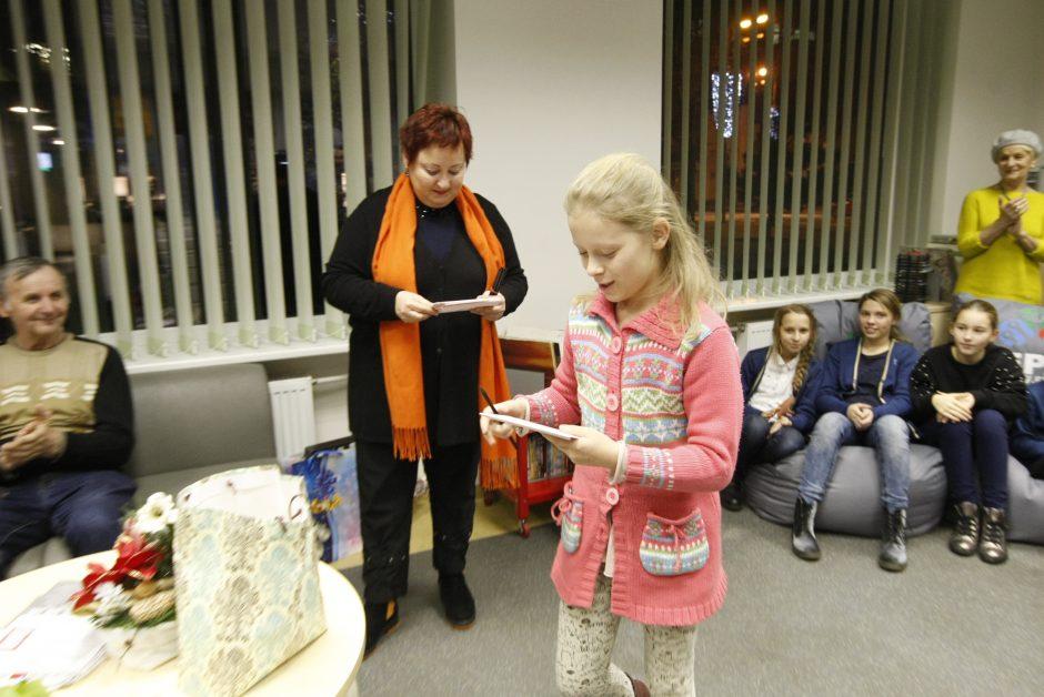 Skaitykloje suplasnojo Kalėdų angelai