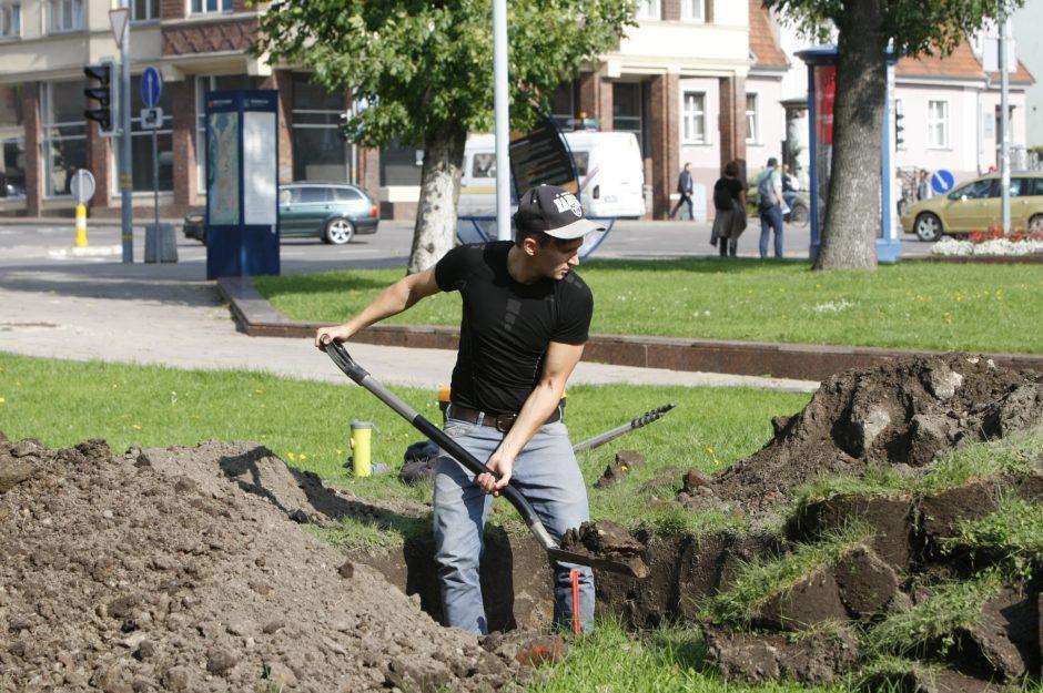 Archeologai rausia Atgimimo aikštę