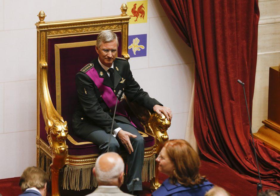 Belgijos karalius Albertas II atsisakė sosto sūnaus naudai