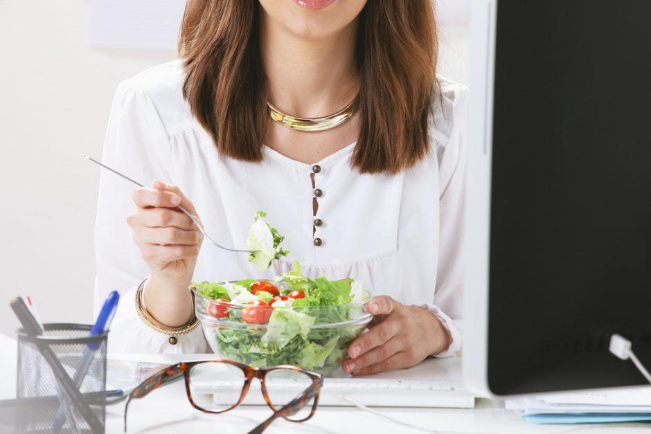 Netvarka lemia kūrybingumą, tvarkingas darbo stalas – sveiką mitybą