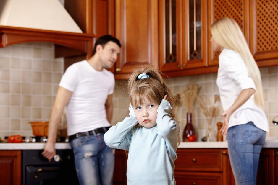 Tėvų skyrybos trukdo vaikams mokytis
