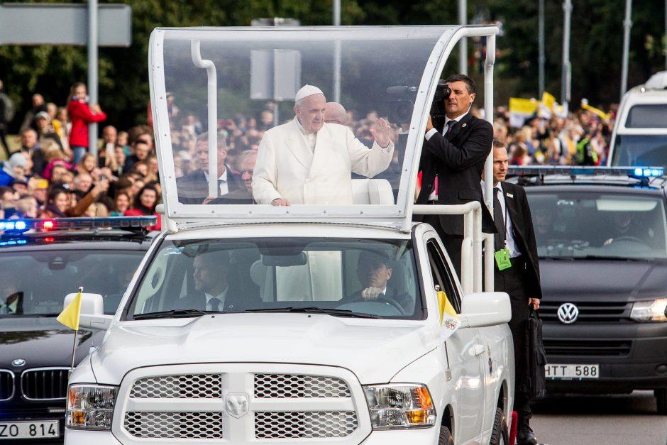 Popiežiaus kelionė iki Katedros aikštės
