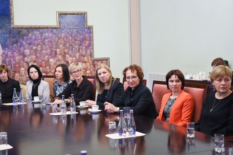 Moterų bendrystė padės atsitiesti po patirto smurto