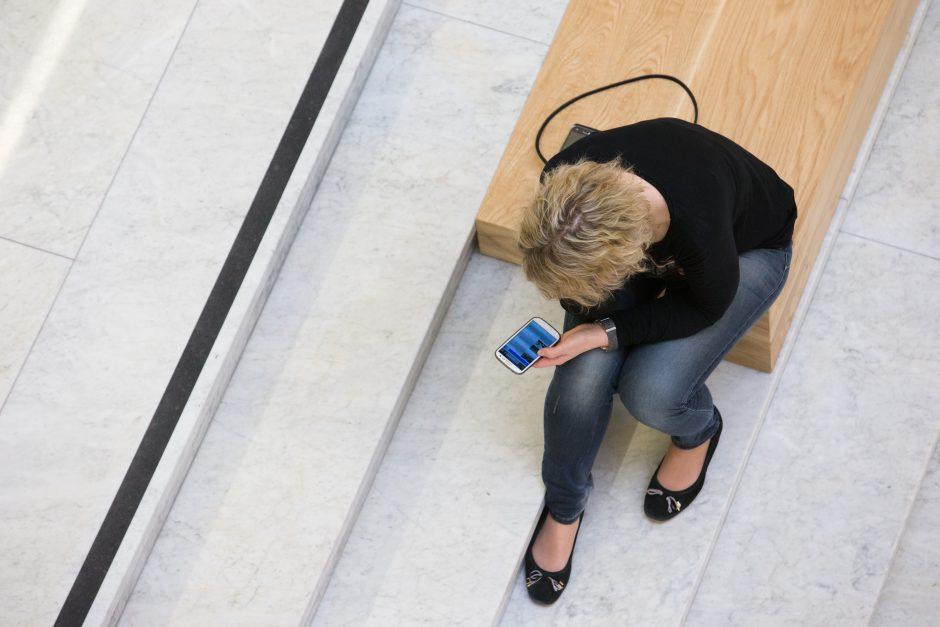 Sukčiai iš moterų išviliojo daugiau nei 21 tūkst. eurų