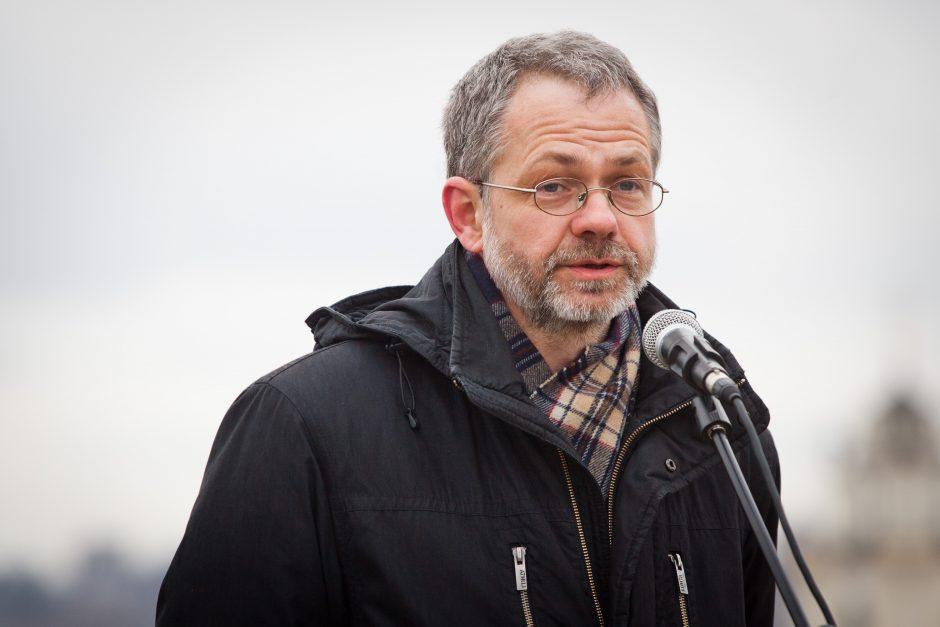 Iš Seimo išsprukęs L. Balsys užsidarė namuose, su policija nebendrauja