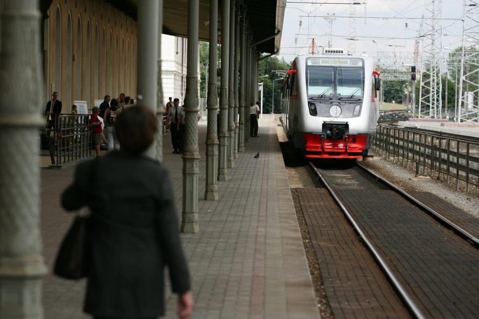 Į Vilnių ir iš jo pusę paros nekursuos traukiniai
