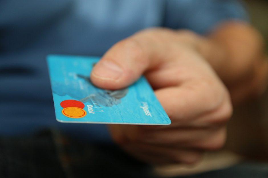 Bankų klientais tampa vis jaunesni: pirmoji sąskaita – sulaukus paauglystės